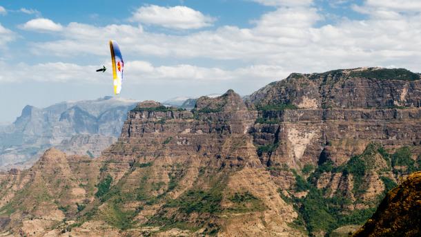Horacio Llorens flying above